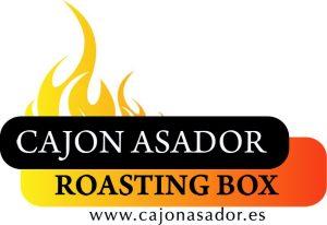 Logo del Cajón Asador en color naranja y negro. Además presenta la dirección web www.cajonasador.es
